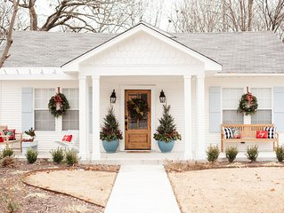 Beautiful cottage in historic downtown and near colleges