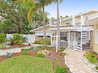 Cozy cottage with shared pool & great location only steps from the beach!