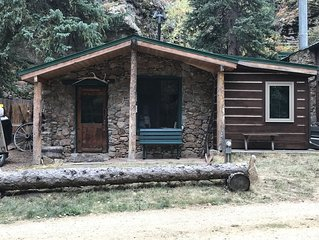 Rock Creek Cabin with Hot Tub 2 Miles from Rocky Mountain National Park Entrance