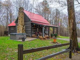 Authentic log cabin in a park-like setting. Just minutes from Rock House!
