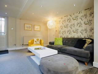 Mews Suite 4 bedrooms, 3 bathrooms, sleeps 10, town centre