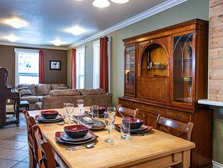 Spacious 3 bedroom home. Minutes from the ski hill. Pets welcome.