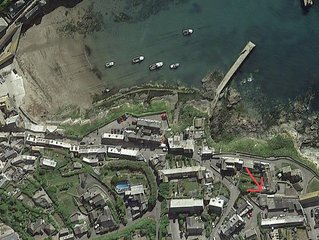The Lobster Pot, Port Isaac - with parking & sea glimpse - 200m from harbour