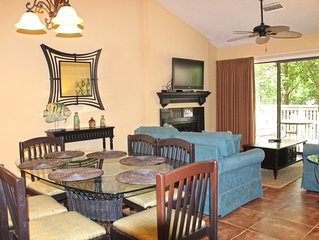 Cozy tree-topped villa within walking distance of the beach!