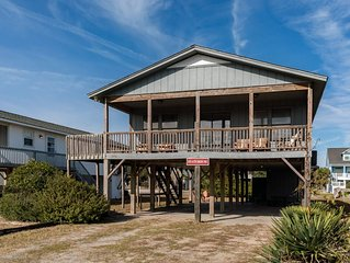 Statehouse: 3 BR / 2 BA home in Oak Island, Sleeps 8