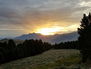 3 Mile Ranch with fishing access and pristine views!