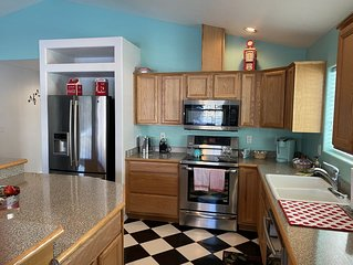LOCATION ! 1 blk to Rt 66, train, shops, dining! Close to  hiking  trails.