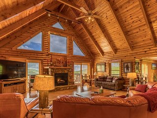 Sugar Bear Lodge: Log home across from Sugar MTN. Hot tub, pool table, VIEWS!