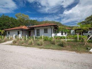 Casa Amistad - Modern, 3BR 3.5BA home. 2.5 blocks from Playa Grande!