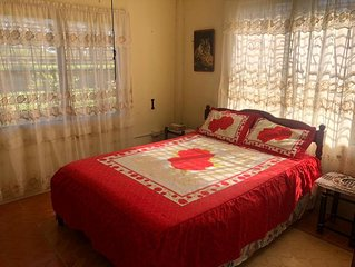 Beautiful Two Bedroom Apartment 10 Mins to Airport & Mayan Ruin