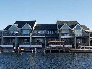 REEL Paradise! Princess Wharf *A Couple's Retreat or Big Fun For A Small Family*
