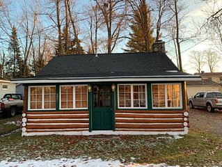 Cozy, Rustic, Log Cabin- HOUGHTON LAKE! Social distance up north! Summer open!!