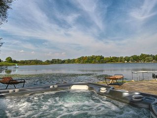 Waterfront House on Stony Lake! Hot Tub, Boats, Sand, Fishing on a Quiet Lake