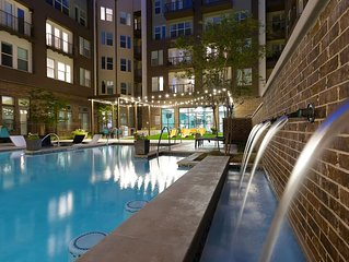 Lux Downtown Apartment w/ Skyline View, Pool & Gym
