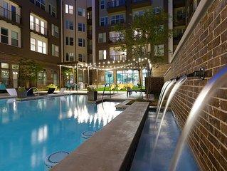 Lux Downtown Apartment w/ Skyline View, Pool & Gym