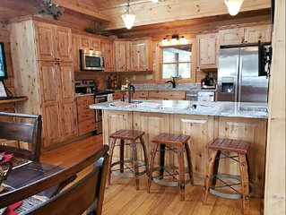 Large Log Cabin. 6 Bedrooms/ 6 Bath with additional loft for extra sleeping.