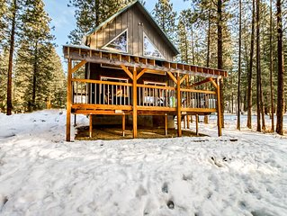 Rural cabin w/ covered deck, private hot tub, and river access!