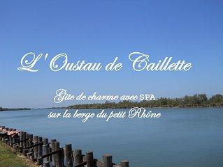 Gîte de charme,  confort, intimité au bord du petit Rhône avec SPA