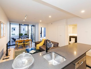 Stylish 1 Bed Apartment w/ Rooftop Pool &Parking