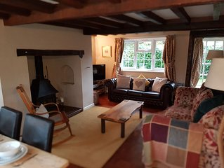 Rose Cottage, Burley, New Forest National Park - dog & child friendly