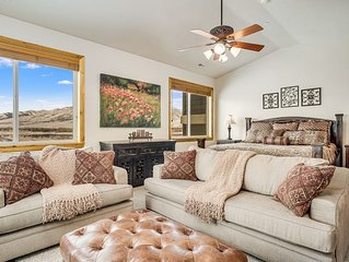 Incredible Townhome with 4 Bedrooms, Sleeps 14 near Snowbasin LS58