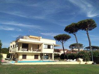 Villa-piscina privata; 30  minuti da Napoli giardino 2000 mq.;14 posti letto;