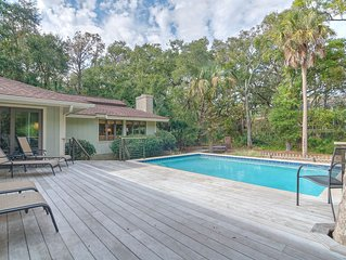 54 Eugenia Ave - Private Pool, Small pets, 2 minutes to beach! 10 Beds!