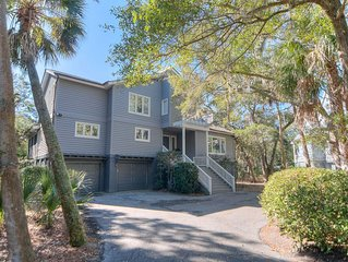 Spacious Layout, Pet-Friendly, Golf Course View within Vanderhorst Plantation