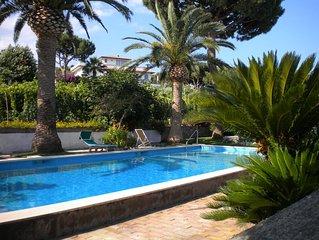 one bedroom villa apartment, air conditioning, pool, garden, balcony ,sea view