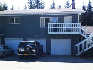 Sleeps 4 between Airport and Mendenhall Glacier, convenience store and bus stop