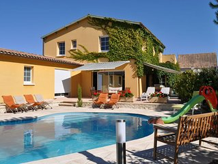 Chatelaillon large villa with heated pool. 240m2, 14 people.