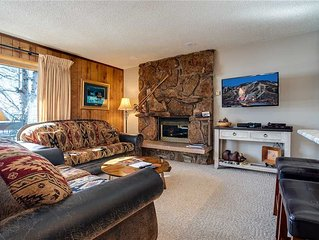 SKI-IN! Mountainside retreat with private balcony, easy mountain access