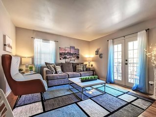 M-3W Modern, Lots of Light, Private Balcony. Awesome Plaza Location.