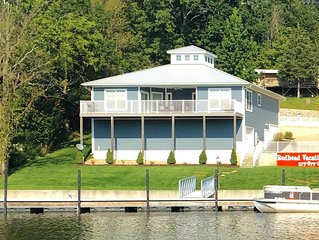 REDHEAD COVE! Lake Front Home with Dock on 21mm. Prime location on the lake!
