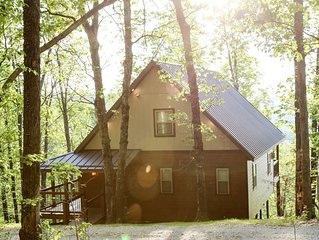 Mountain Crest Treetop- Luxuriously Cozy Home with Stunning Ozark Views!