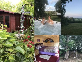 ESCAPE TO THE COUNTRY *HOT TUB  *SECLUDED *TRANQUIL *ROMANTIC  *CHALET *BIRTHDAY