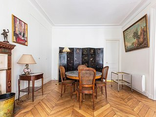 2 BR for 5 guests in great location. Notre Dame on your doorstep (Veeve)