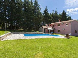 Besondere Villa am Waldrand mit privatem Pool, WLAN, Klima, Terrasse, Grill und