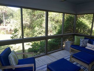 Renovated Oceanwoods Cottage close to the beach!