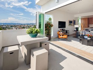 SILVER LAKE Luxury Modern House w/ Views (Furnished 3-BR, 2 Car Garage) 1930sf