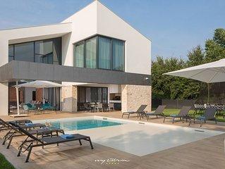 Luxurious villa with heated pool near Pula