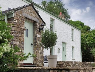 Brooklands Cottage is stunning… just a five minute walk from the pretty village