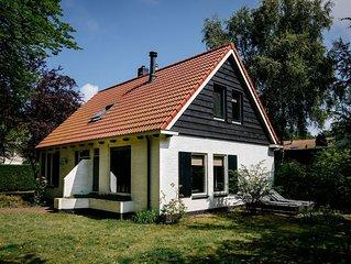 Charming Holiday Home in Burgh-Haamstede near Beach