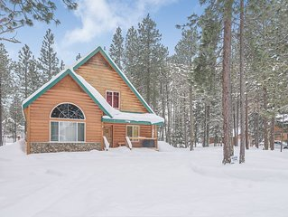 3rd Night FREE*Affordable Family Cabin-Hot Tub-Mins to Suncadia-Gas Fireplace