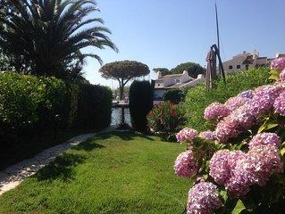 Bel appt plein Sud à Port-Grimaud rénové avec grand jardin et amarrage