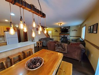 sleeps 16. Great Location in Wisconsin Dells.  Game Room. 5-10 minutes from all