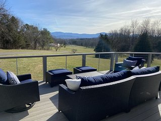 Mnt view deck! Chic 3 bedrooms/2.5 bath 2FP. Visit caverns, wineries -Updated