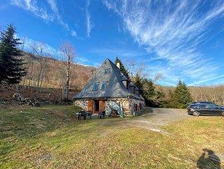 Maison-Villa  Buron en pierre au coeur du parc des volcans d'auvergne