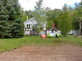 Peaceful Cottage Steps Away From Lake, Perfect For Friends and Families