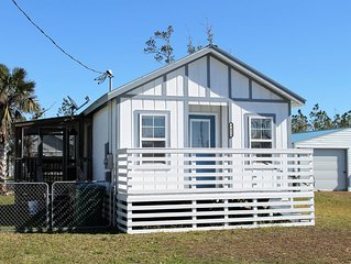 ADORABLE, AFFORDABLE & SHORT WALK TO THE BEACH!